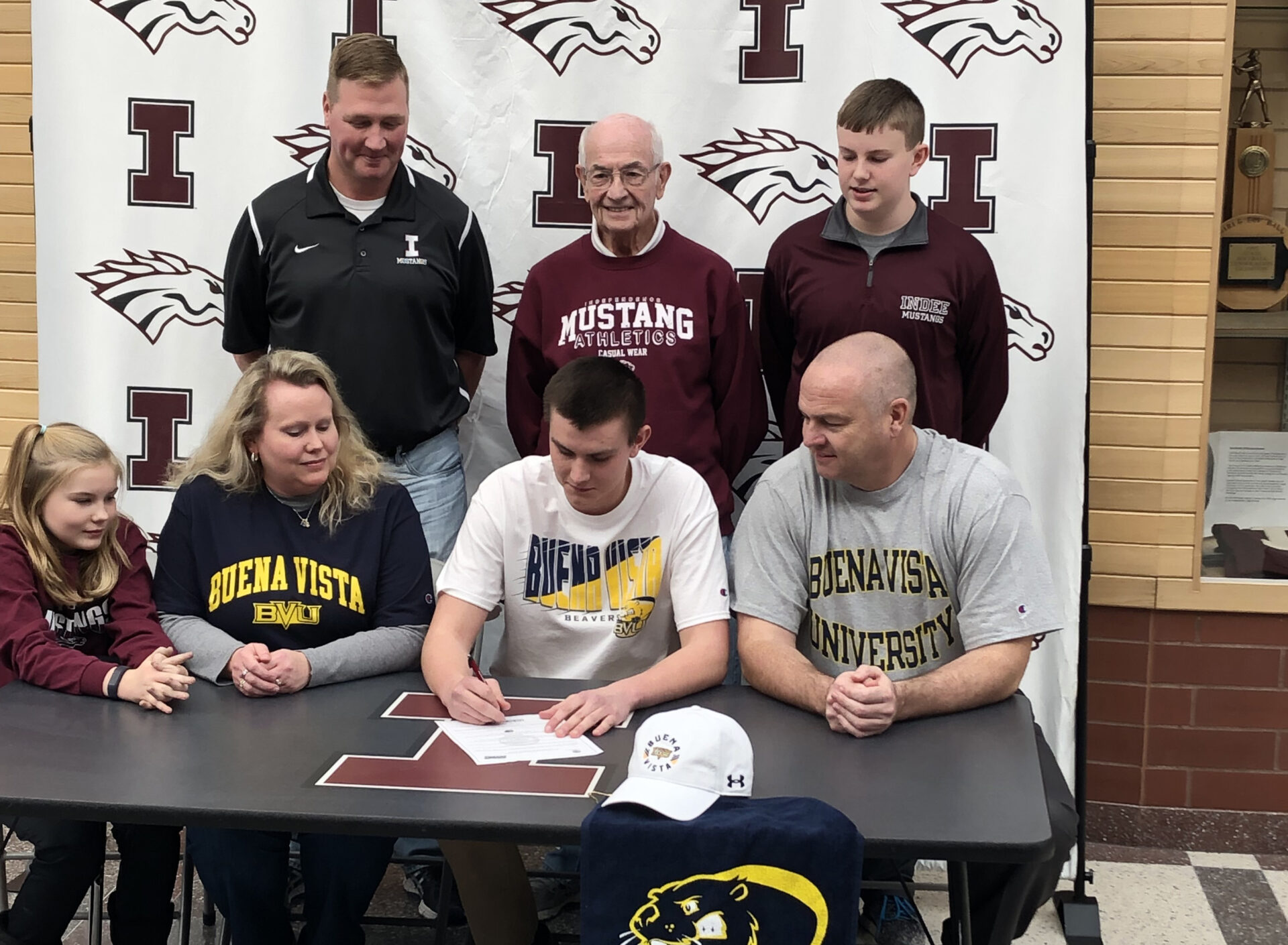 Howard signs with BVU